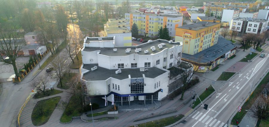 """Budynek w Hajnówce zbudowany przez """"poprzednika"""" Unibep SA: siedziba jednego z banków."""